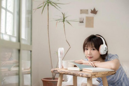 The world is too noisy? Here is a pair of hero headphone Bluetooth noise cancelling headphones